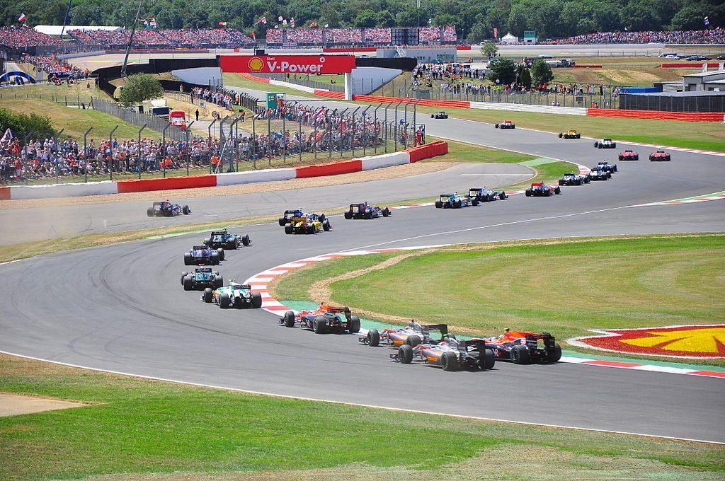 1024px-2010_British_GP_start