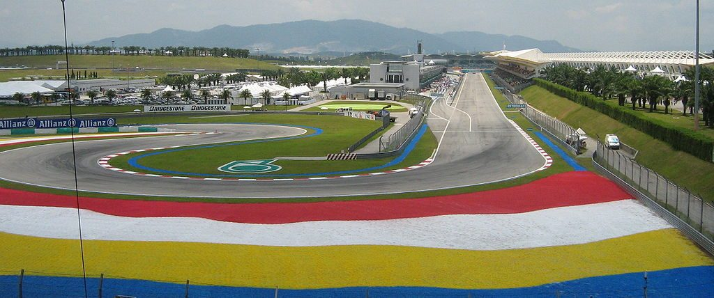 1024px-Sepang_international_circuit_pit_lane