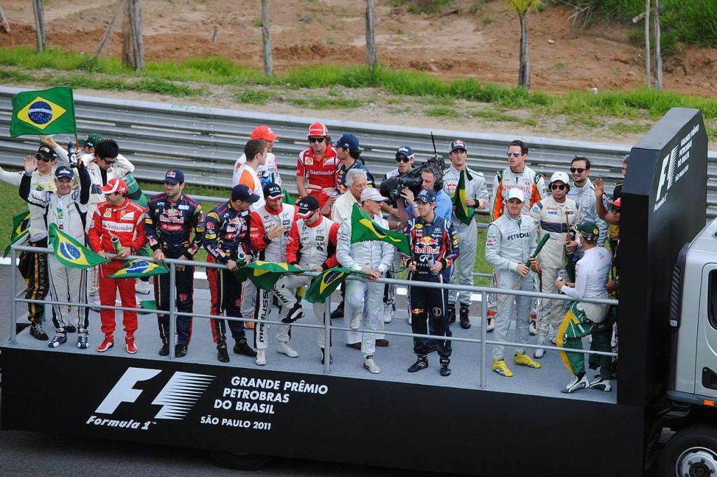 1280px-2011_Brazil_GP_-_Drivers_parade