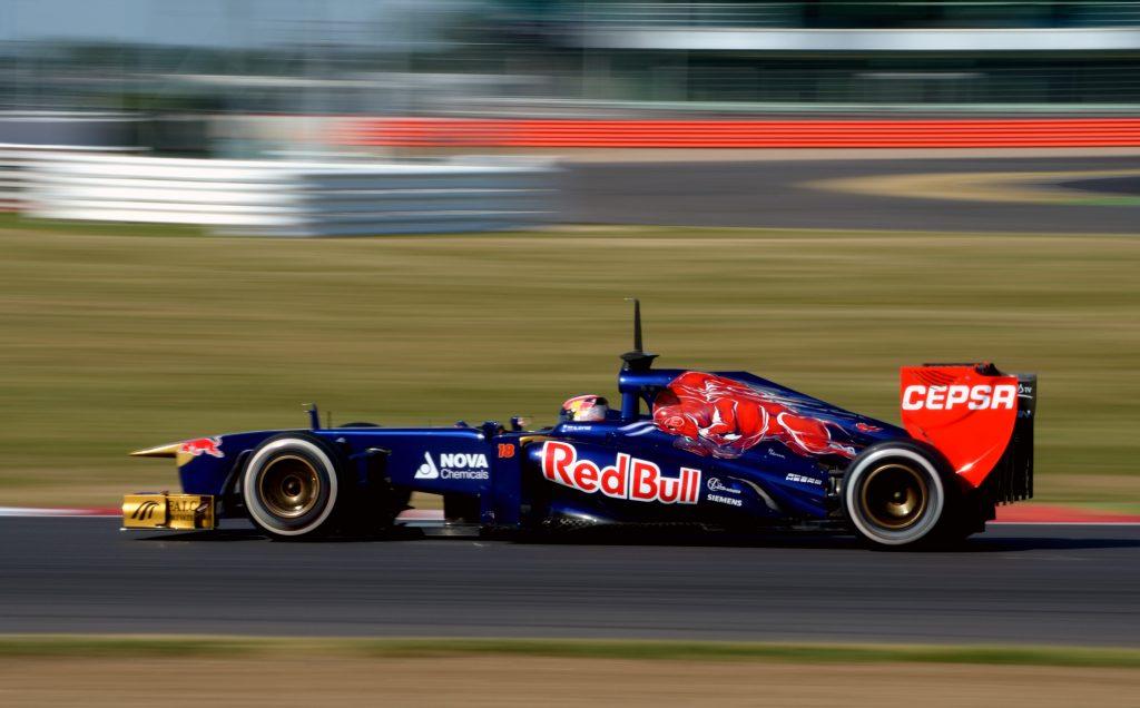 Daniil_Kvyat_Toro_Rosso_2013_Silverstone_F1_