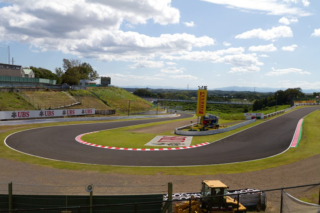 Suzuka_Circuit_11th_corner_Hairpin_2011