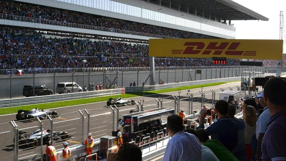 F1_Grand_Prix_Russia_2014_start_lane